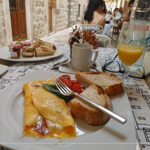 outdoor eating in Old Town of Dubrovnik